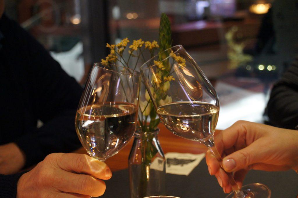 Prost in der Weinbar Montevino